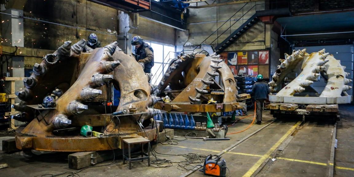 Dredger cutterhead maintenance works